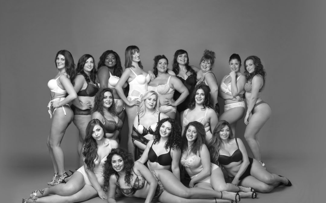 LA BELLEZZA CURVY IMMORTALATA IN 12 SCATTI ARTISTICI